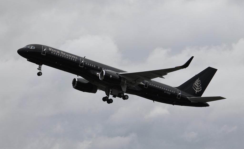 Jet Privato Roma Londra : Il nuovo jet privato di four seasons michele franzese moda