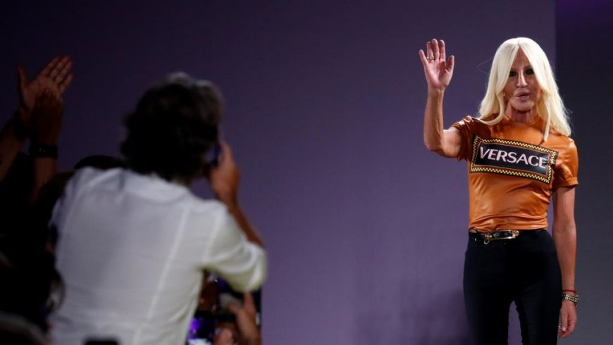 Versace greets Italy? According to the rumors, yes: to a US group for 2 billion dollars
