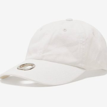 The Vetements x Reebok hat  is the object of the desire of spring 2019