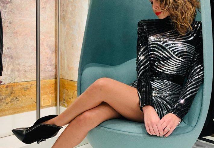 Mini silk dress for Claudia Mercurio, super glam in Balmain
