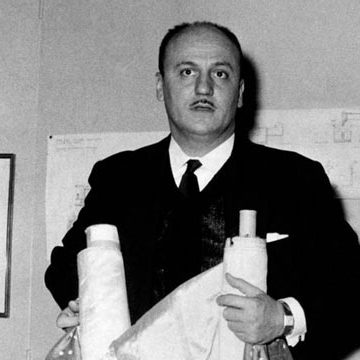 Who is the stylist Pierre Balmain, the man who discovered Karl Lagerfeld