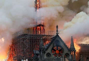 Fire Notre Dame, record donations. One hundred million from Pinault, 200 from LVMH