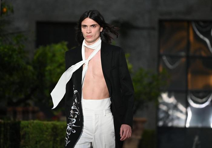 At Pitti parades the Baudelaire of Givenchy