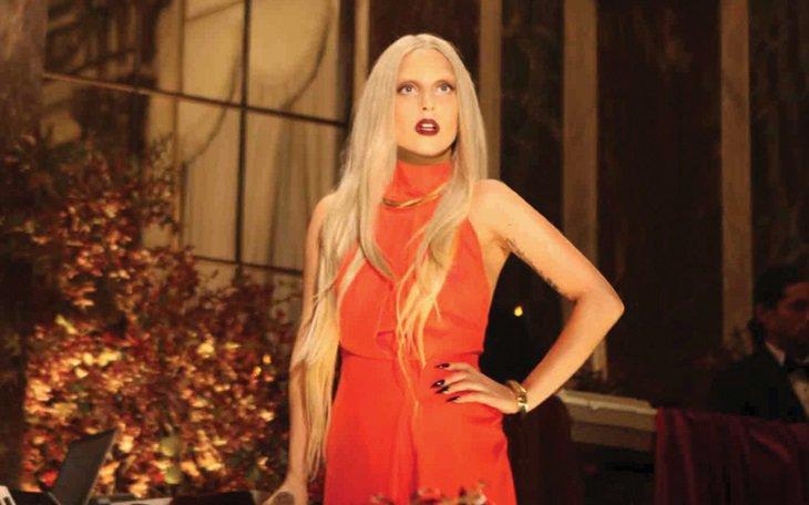 Lady Gaga: all'asta la tuta macchiata di panna