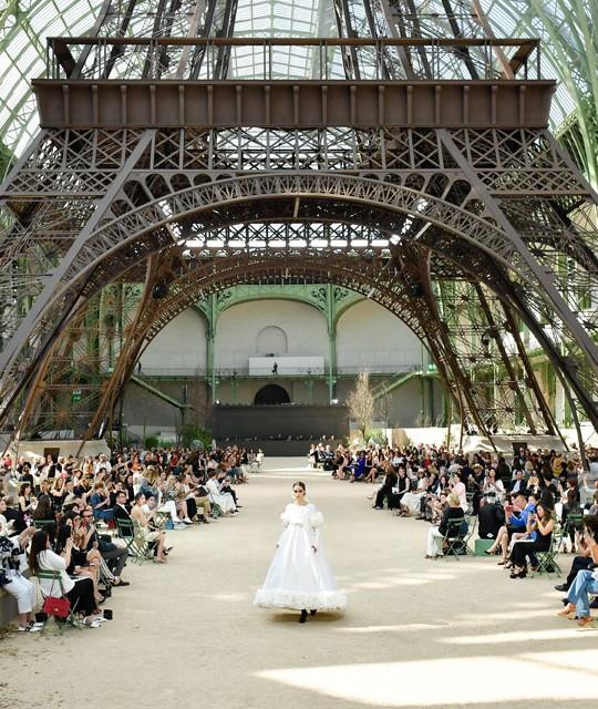 Le location spettacolari delle sfilate: spicca la Torre Eiffel