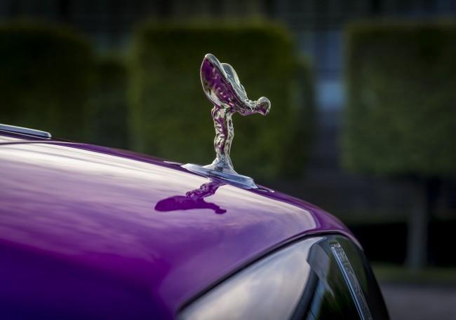 E' il fucsia il nuovo colore alla moda nel mondo delle auto di lusso