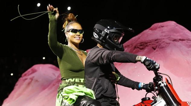 Il centauro torna di moda: il nuovo look di Rihanna