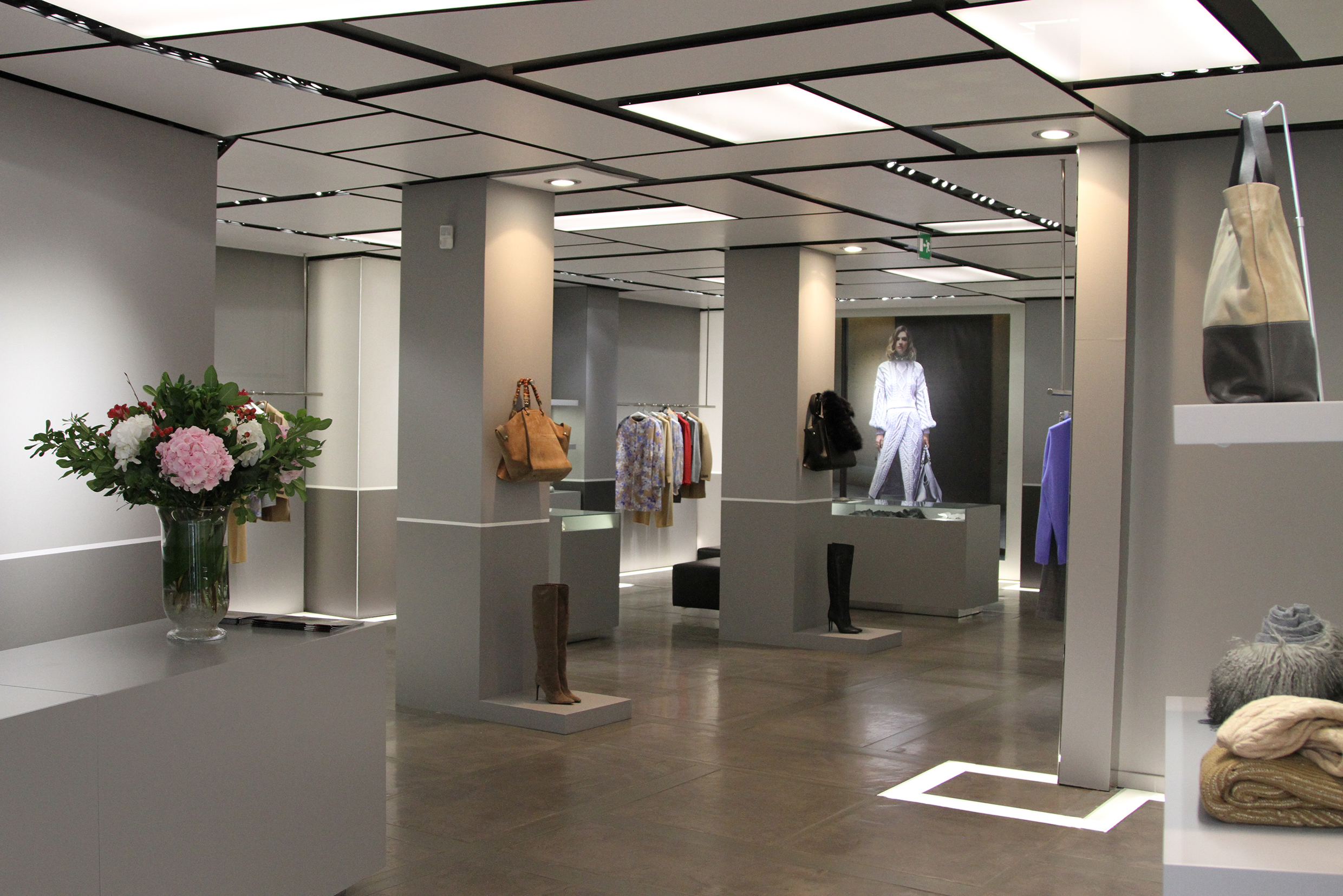 Milan celebrates Les Copains reopening an elegant single-brand store in the quadrilateral