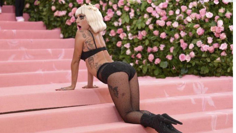 Met Gala 2019, Lady Gaga does the strip tease