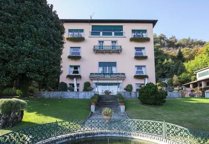 Versace buys Villa Mondadori