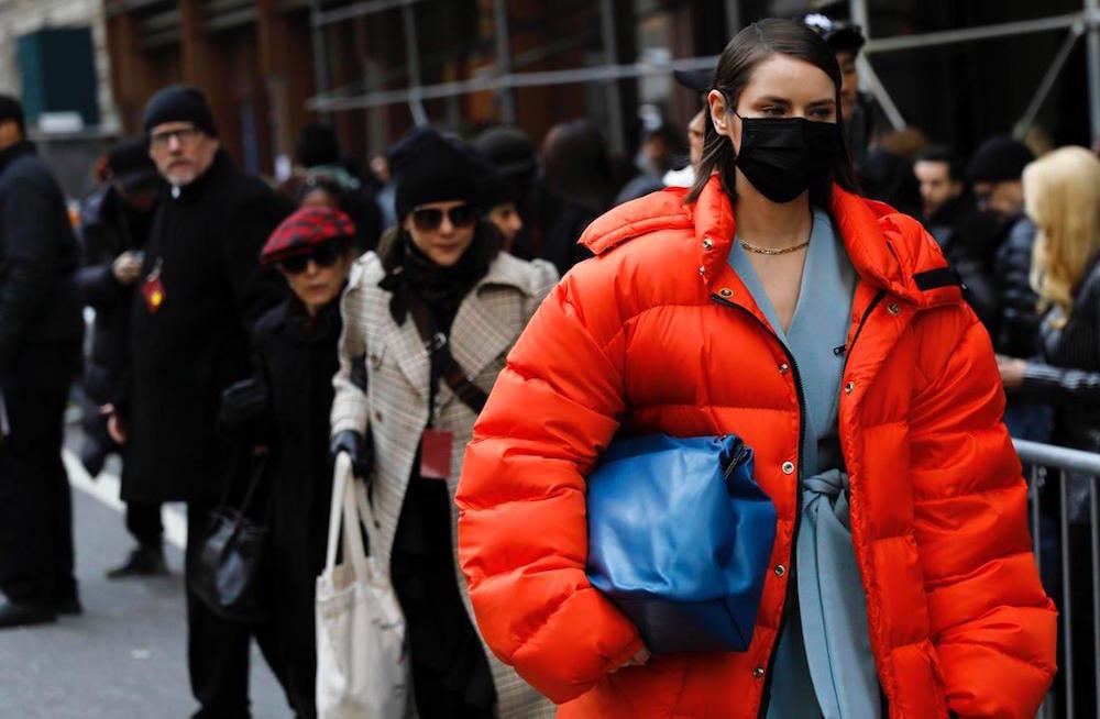 La moda si converte alla produzione di mascherine e gel disinfettante