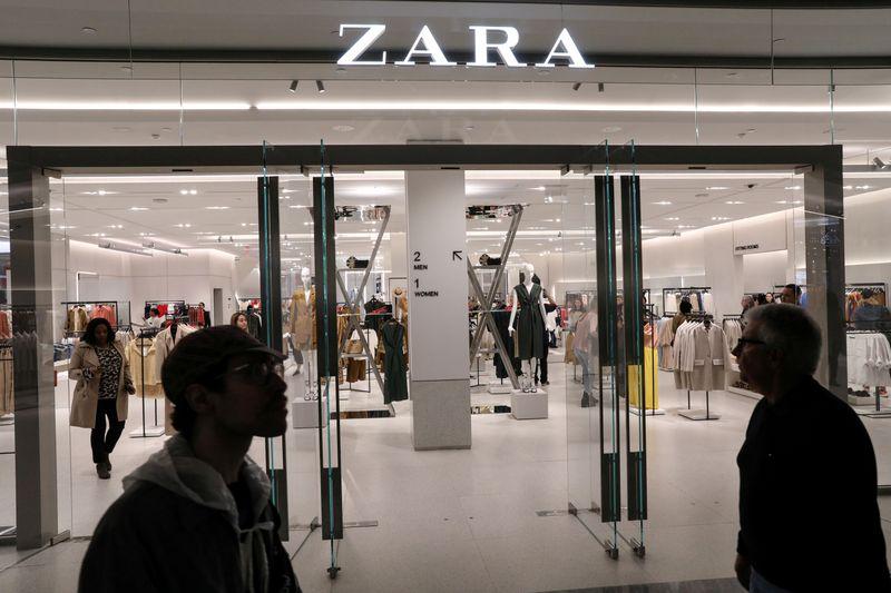"""Zara, negli spot i selfie """"domestici"""" delle modelle"""