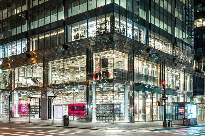 Adidas, stop al buyback da 1mld €